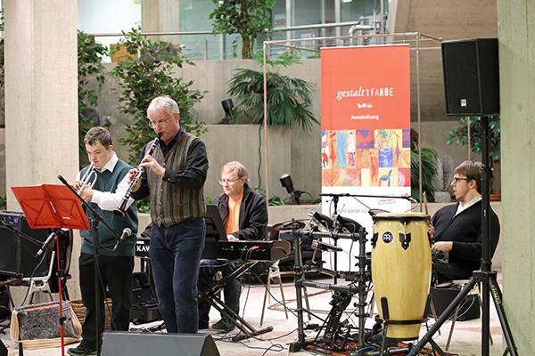 Die FavoGang 2014 bei der Vernissage von »Gestalt und Farbe« im Kreishaus